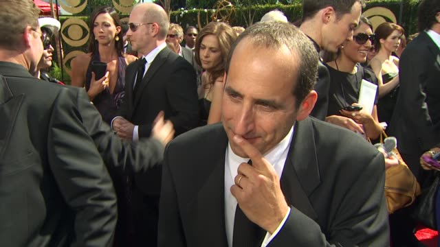 vidéos et rushes de peter jacobson on his show's nomination. at the 61st annual primetime emmy awards - arrivals at los angeles ca. - annual primetime emmy awards