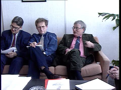 peter jenkins dies cms editorial staff at meeting pan lr peter jenkins speaking itn - editorial stock videos & royalty-free footage