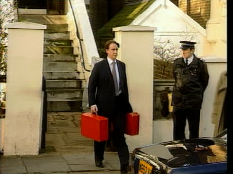 stockvideo's en b-roll-footage met profile ext mandelson carrying red boxes to car pan - peter mandelson
