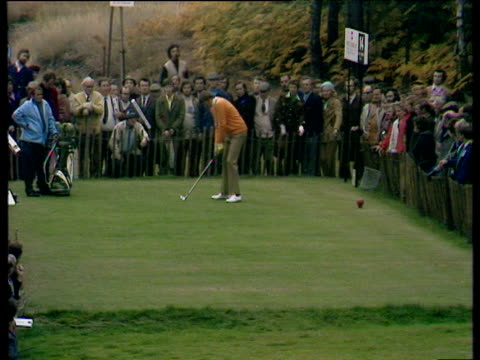 peter oosterhuis hits tee shot to within 10 feet at 14th hole world matchplay championship semi final wentworth 1972 - pga world golf championship stock-videos und b-roll-filmmaterial