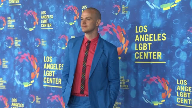 stockvideo's en b-roll-footage met peter paige at the los angeles lgbt center's 47th anniversary gala vanguard awards at pacific design center on september 24 2016 in west hollywood... - anniversary gala vanguard awards