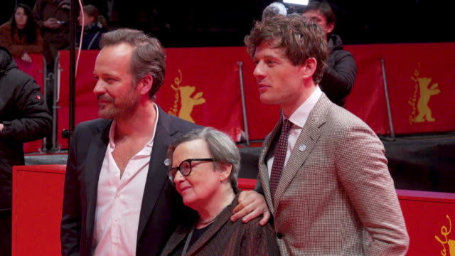 vídeos y material grabado en eventos de stock de peter sarsgaard, agnieszka holland, james norton at 'mr. jones' premiere - 69th berlin film festival on february 10, 2019 in berlin, germany. - peter sarsgaard