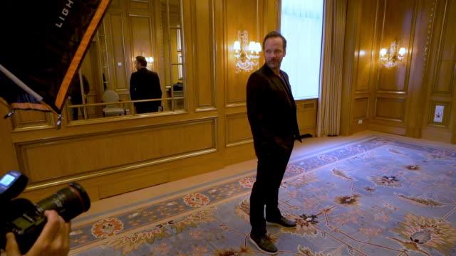 vídeos y material grabado en eventos de stock de peter sarsgaard at 'mr. jones' portrait studio bts - 69th berlin film festival on february 10, 2019 in berlin, germany. - peter sarsgaard