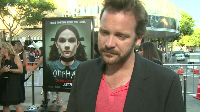 vídeos y material grabado en eventos de stock de peter sarsgaard on his role, what attracted him to the genre, working with vera farmiga, if he can keep a secret at the 'orphan' premiere at... - peter sarsgaard