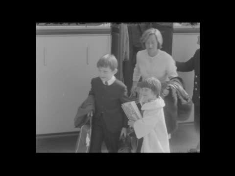 peter sellers' children arrive at lap england london lap michael sellers and sarah sellers off airport bus with luggage int cs michael cu sarah ms... - itv evening bulletin stock videos & royalty-free footage
