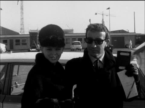 peter sellers leaves for new york england london lap peter sellers and britt ekland she in dark coverall hat he in dark glasses walk to steps ms pose... - itv evening bulletin stock videos & royalty-free footage
