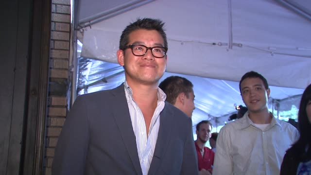 peter som at the 'taking woodstock' new york premiere at new york ny - peter som marchio di design video stock e b–roll