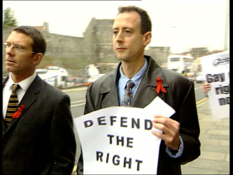 peter tatchell church protest itn england canterbury ext peter tatchell along carrying outrage poster peter tatchell interview sot dr carey should be... - カンタベリー点の映像素材/bロール