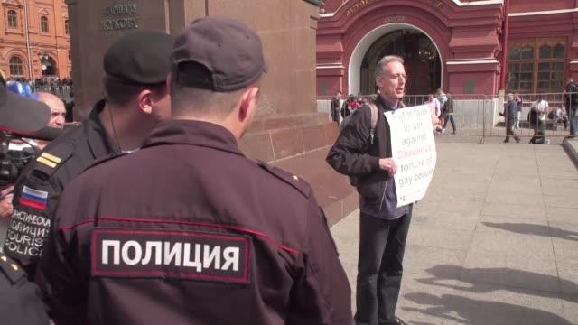 peter tatchell un activista britanico a favor de los derechos de las personas lgbt fue detenido el jueves mientras protestaba contra las violaciones... - 2018 stock videos & royalty-free footage