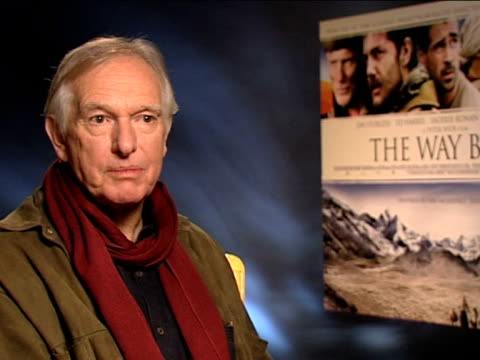 vidéos et rushes de peter weir on not pampering the actors on the actors starving themselves at the the way back interviews at london england - se faire dorloter