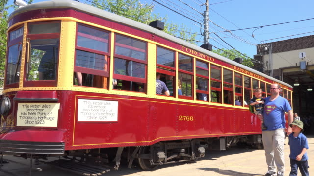 stockvideo's en b-roll-footage met peter witt streetcar the cable car is part of the toronto city heritage since 1923 the carhouse is accessible to the public during the 'open doors... - sociale geschiedenis