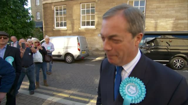 brexit party hopes to win first mp england cambridgeshire peterborough ext various shots brexit party supporters nigel farage mep arrival and... - nachwahl stock-videos und b-roll-filmmaterial