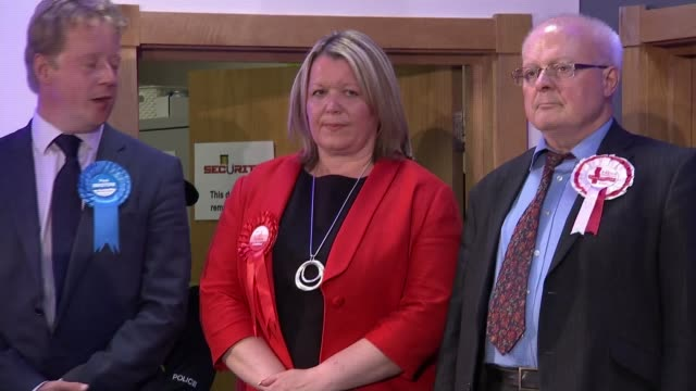 labour wins seat england cambridgeshire peterborough int labour supporters chanting 'lisa' inside peterborough byelection count venue sot various... - nachwahl stock-videos und b-roll-filmmaterial