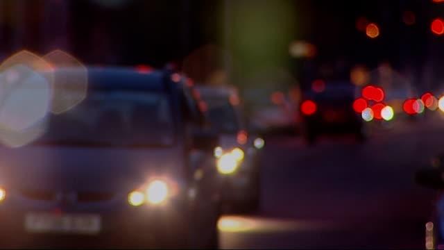 vidéos et rushes de peterbrorough sex attack gang jailed england cambridgeshire peterborough various anonymous shots of car headlights along town centre main road - gang