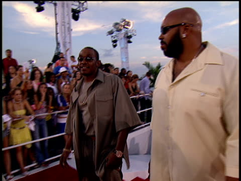 Petey Pablo and Suge Knight walking the 2004 MTV Video Music Awards red carpet and posing for pictures