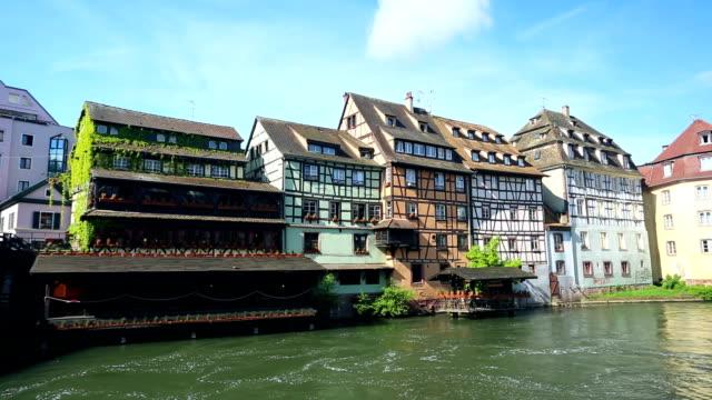 vidéos et rushes de à strasbourg-petite france - strasbourg