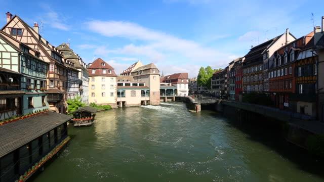 vídeos de stock e filmes b-roll de petite france strasbourg - estrasburgo