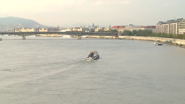 petofi bridge in budapest - passenger craft stock videos & royalty-free footage