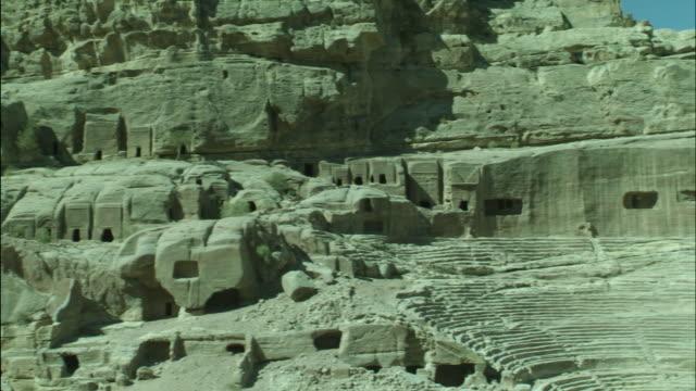 petra archaeological site and amphitheatre, pan, jordan - 荒廃した点の映像素材/bロール