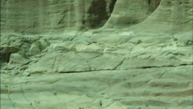 petra archaeological site and amphitheatre, tilt down steps to columns, jordan - アラバ砂漠点の映像素材/bロール