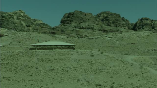 petra archaeological site, desert pan, jordan - アラバ砂漠点の映像素材/bロール