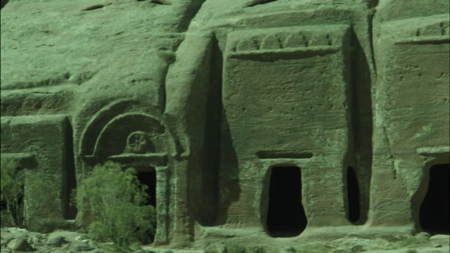 petra archaeological site detail, jordan - アラバ砂漠点の映像素材/bロール