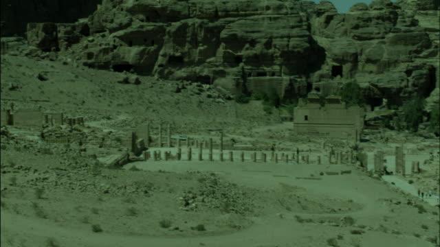 petra archaeological site ruins, jordan - アラバ砂漠点の映像素材/bロール