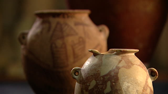 petrie museum mcu rackfocus of predynastic ancient egyptian pots - archaeology stock videos & royalty-free footage