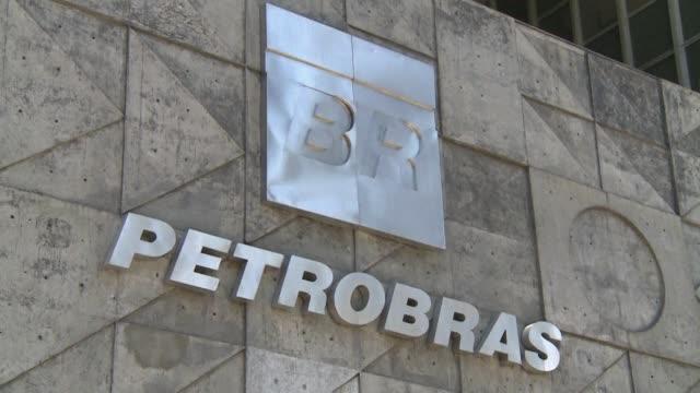 Petrobras acordo el pago de 2950 millones de dolares para cerrar una demanda colectiva presentada en Nueva York por particulares y fondos de pension...