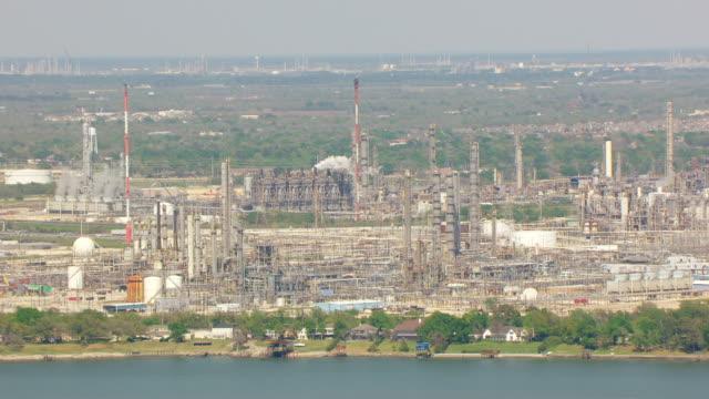 ws aerial petrochemical complex exxonmobil baytown / houston, texas, united states - exxon stock videos & royalty-free footage