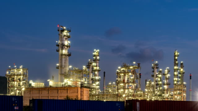 petrochemical plant illuminated at twilight - chemikalie stock-videos und b-roll-filmmaterial