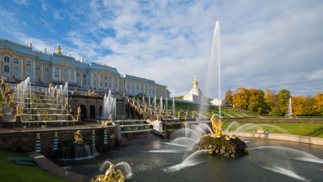 vídeos y material grabado en eventos de stock de petrodvorets (peterhof) (summer palace), near st. petersburg, russia, europe - time lapse - san petersburgo rusia