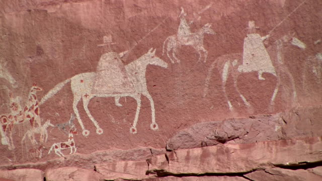 cu petroglyph depicting arrival of a spanish expedition on horseback/ canyon de chelly national monument, arizona - canyon de chelly stock videos & royalty-free footage