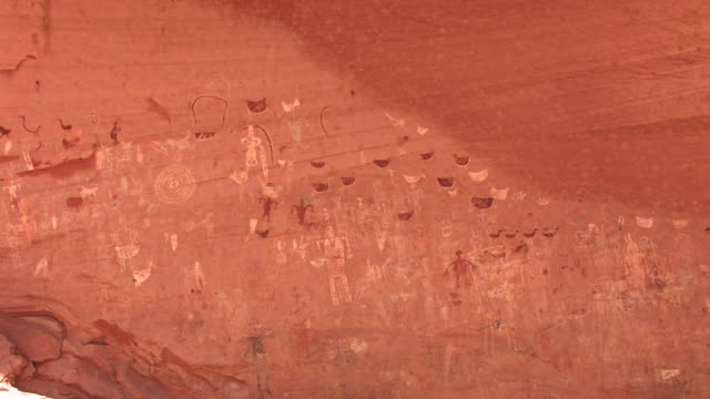 ms petroglyphs on wall at blue bull cave/ canyon de chelly national monument, arizona - canyon de chelly stock videos & royalty-free footage