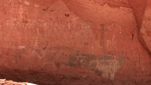 cu petroglyphs on wall at blue bull cave/ canyon de chelly national monument, arizona - canyon de chelly stock videos & royalty-free footage