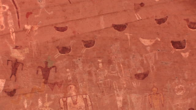 cu pan petroglyphs on wall at blue bull cave/ canyon de chelly national monument, arizona - canyon de chelly stock videos & royalty-free footage