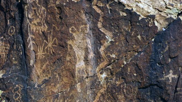 petroglyphs, utah, usa, north america, america - 人の姿点の映像素材/bロール
