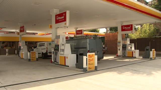 london ext shell petrol station gvs including fuel prices displayed outside shell petrol station shell logo gvs shell petrol station with drivers... - petrol station stock videos & royalty-free footage
