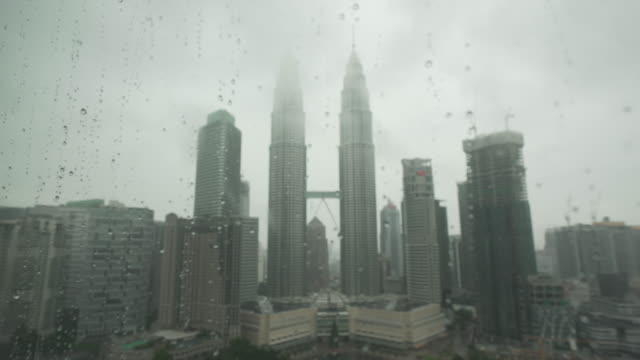 petronas twin towers  - petronas twin towers stock-videos und b-roll-filmmaterial