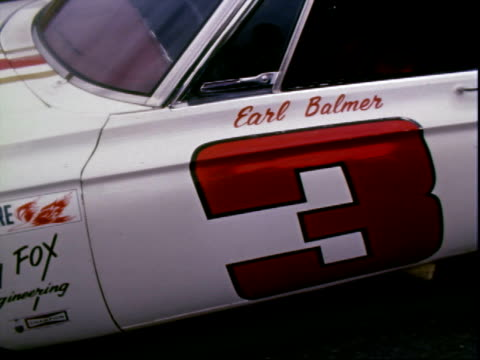 petty enterprises 1966 plymouth belvedere stock car parked in column, pre-race daytona 500, daytona international speedway / 1966 plymouth belvedere... - 1966 bildbanksvideor och videomaterial från bakom kulisserna