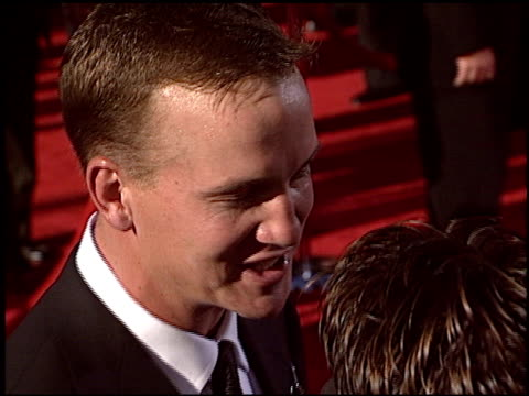 vídeos de stock, filmes e b-roll de peyton manning at the 2004 espy awards at the kodak theatre in hollywood california on july 14 2004 - espy awards