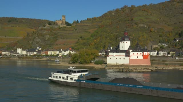 Pfalzgrafenstein Castle and Gutenfels Castle in Kaub, Rhine River, Rhineland-Palatinate, Germany, Europe