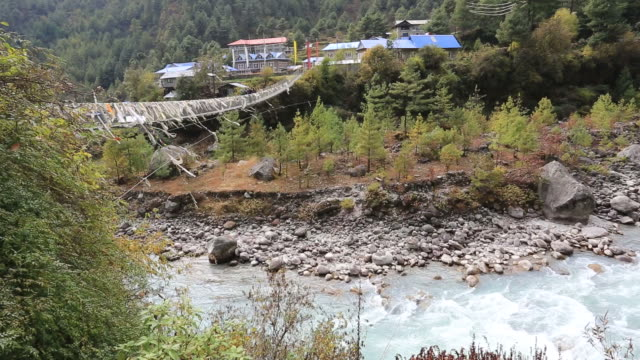 phakding village on the dudh koshi river valley, sagarmatha national park, himalayan mountains, nepal - mt everest national park stock videos and b-roll footage