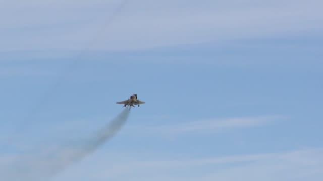vídeos de stock, filmes e b-roll de f4 phantom at its final aviation nation air show - nellis air force base