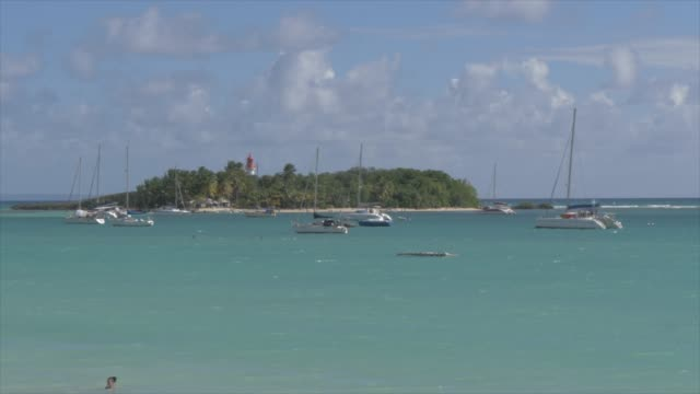 vidéos et rushes de phare du gosier lighthouse at la datcha, le gosier, pointe-a-pitre, guadeloupe, french antilles, west indies, caribbean, central america - guadeloupe