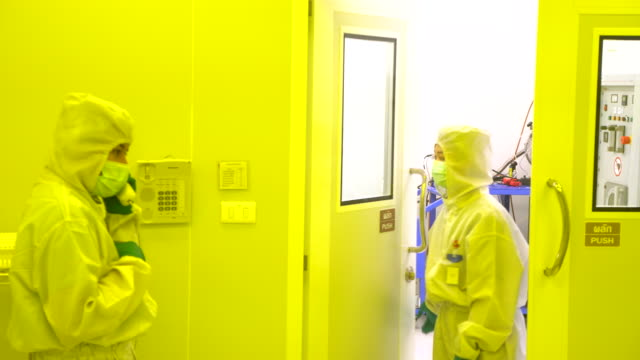 farmaceutiska maskiner för läkemedelstillverkning av - läkemedelsfabrik bildbanksvideor och videomaterial från bakom kulisserna