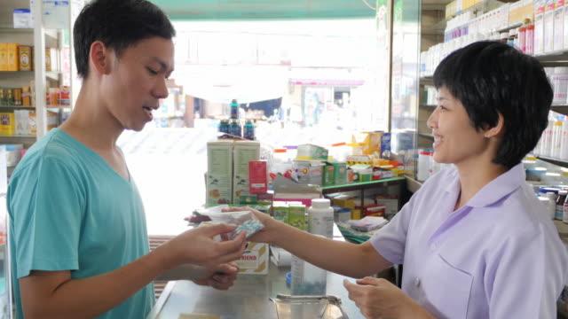 4K : Pharmacist and Customer