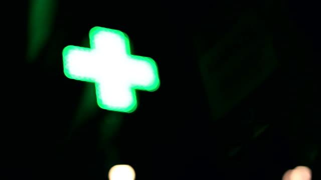 vídeos y material grabado en eventos de stock de almacén de farmacia, verde neón - cruz forma