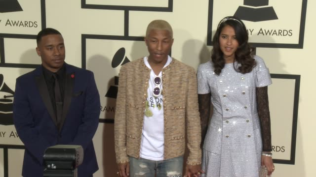 stockvideo's en b-roll-footage met pharrell williams at the 58th annual grammy awards® arrivals at staples center on february 15 2016 in los angeles california - 58e grammy awards