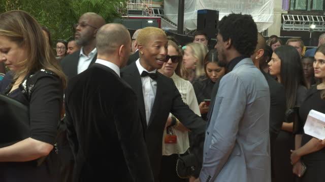 vídeos de stock e filmes b-roll de pharrell williams labrinth at the lion king uk premiere on july 14 2019 in london greater london - meghan markle lion king